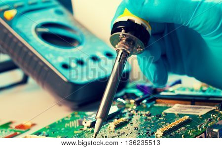 The soldering of chips on the printed circuit board