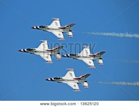 Us Air Force Thunderbirds Flying In Formation