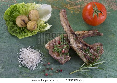 Roasted lamb chops with fresh aromatic herbs
