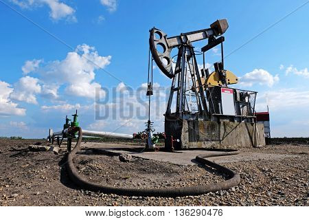 Pump jack and wellheads, Extraction of oil