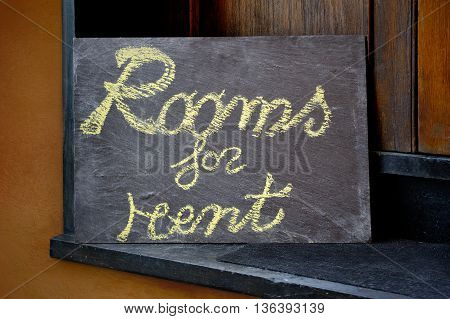 Sign Flatshare plate - Rooms for rent at the the entrance