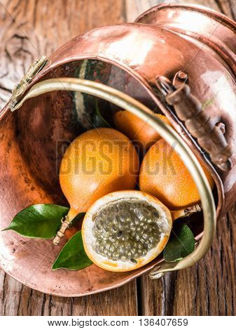 Granadilla fruits in the bruzen bucket.