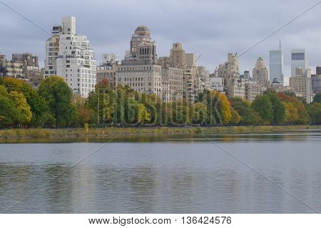 NY Central Park Reservoir and Skyline of Carnegie Hill
