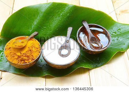 Face Mask with turmeric powder yogurt and honey for skin health.