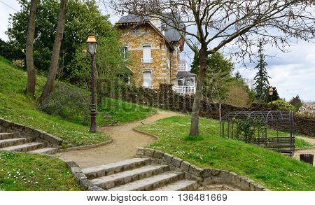 Villennes sur Seine France - april 4 2016 : the Fauvel park in spring
