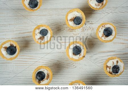 Mini tarlets with white cream and bluberries