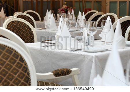 Tables in the restaurant prepared to receive guests