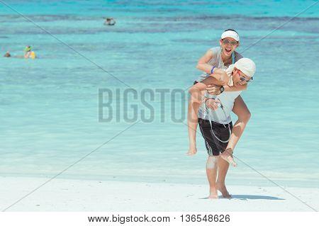Pang-nga Thailand-2Mar,2015:the Lovers Taking Picture On The Beach At Koh Tachai,pang-nga Thailand O