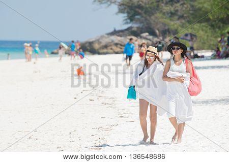 Pang-nga Thailand-2Mar,2015:couple Girl Walking On The Beach At Koh Tachai,pang-nga Thailand On 2 Ma