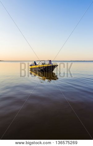 A small fishing boat is waiting at the shore