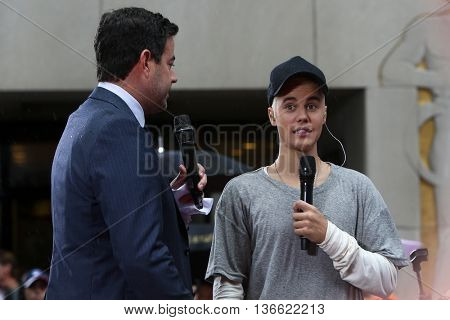 Singer Justin Bieber (R) and Carson Daly on NBC's 'TODAY Show' at Rockefeller Plaza on September 10, 2015 in New York City.