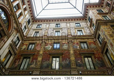 Atrium of Galleria Sciarra - Art-nouveau in Rome
