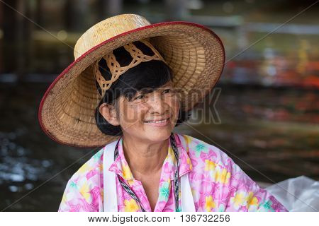 BANGKOKTHAILAND - FEBRUARY 14 2016: Unidentified portrait thai woman in Taling Chan Floating Market .
