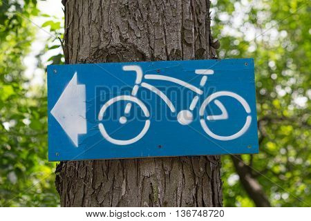 Pointer cycle path hanging from a tree