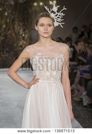 Mira Zwillinger - Bridal Spring/summer 2017 Runway Show