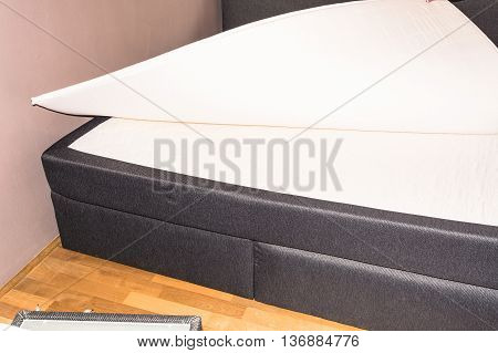 Detail bedrooms Boxspring bed bed American or Continental bed called.