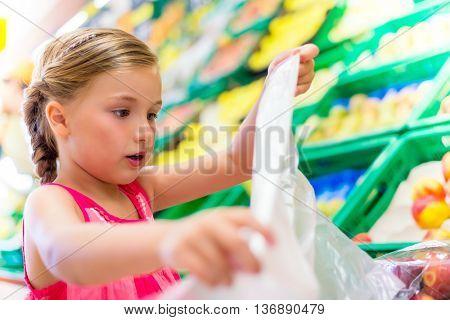 shopping fresh fruits in market