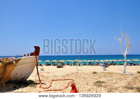 Nice view of Naxos beach with white tree and boat