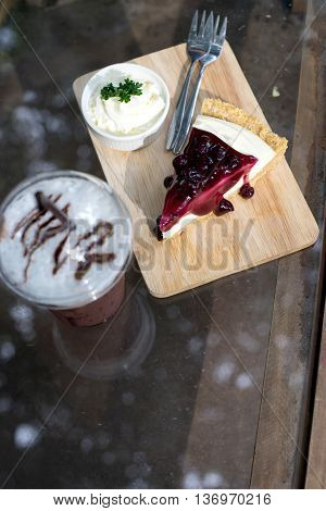 Blueberry Cheesecake With Drink