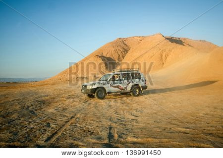 Jeep In Sahara Desert