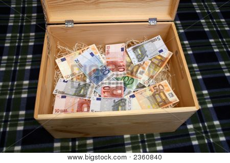Caja de madera de dinero