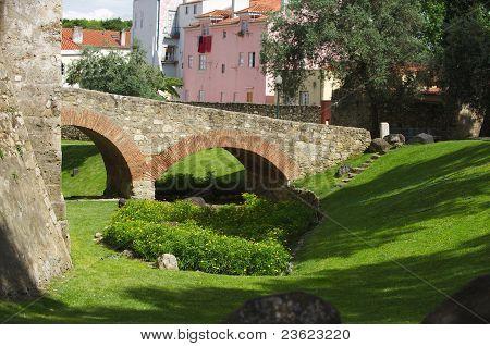 Lisboa Fortress Ditch