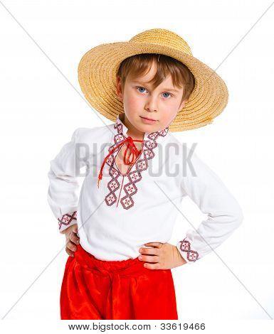 Menino em traje nacional ucraniano