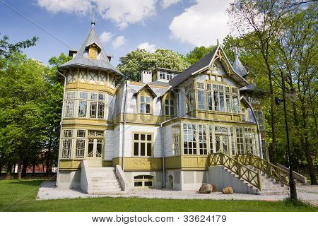 Green Wooden House In Lodz