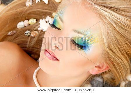 Meerjungfrau-schöne Teenager-Mädchen machen