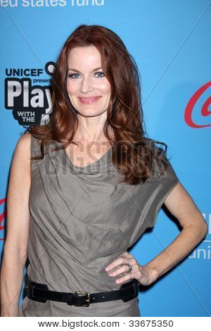 LOS ANGELES - MAR 15:  Laura Leighton arrives at the