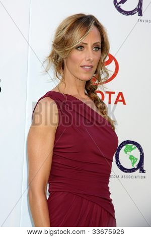LOS ANGELES - OCT 15:  Kim Raver arriving at the 2011 Environmental Media Awards at the Warner Brothers Studio on October 15, 2011 in Beverly Hills, CA