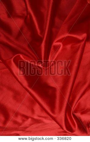 Corazón en sábanas de Satén rojos