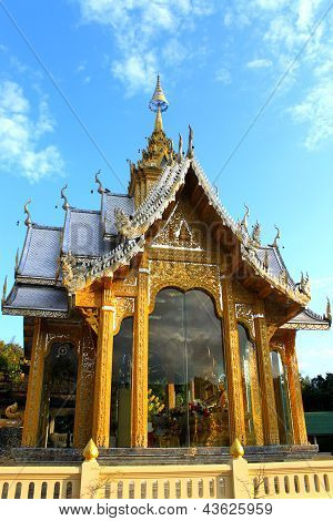 Golden temple of Wat Pra Tard Ha Duang