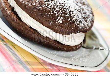 Whoopie pie chocolate cake
