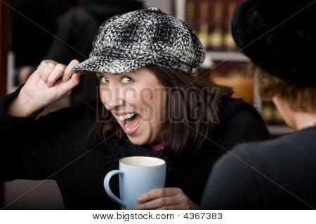 Mujer hispana con café