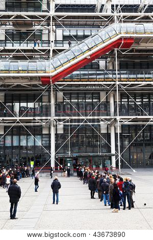 Queue To Pompidou Centre, Paris