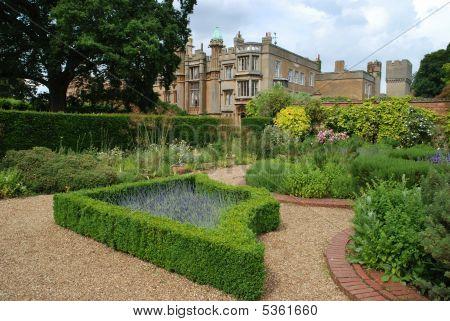 Kebworth House Formal Garden