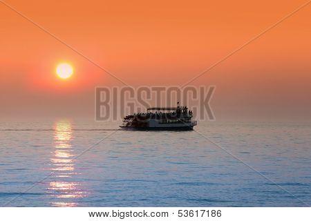 Sun set boat tour in Lake Michigan