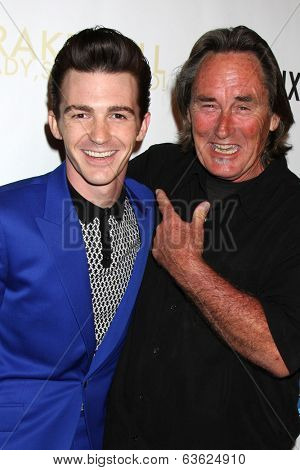 LOS ANGELES - APR 17:  Drake Bell, father Joe Bell at the Drake Bell's Album Release Party for