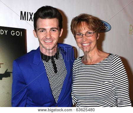 LOS ANGELES - APR 17:  Drake Bell, mother Robin Dodson at the Drake Bell's Album Release Party for