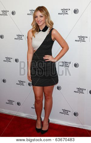 NEW YORK-APR 18: Actress Abby Elliot attends the