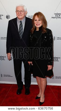 NEW YORK-APR 18: Actress Marlo Thomas (R) and husband Phil Donahue attend the