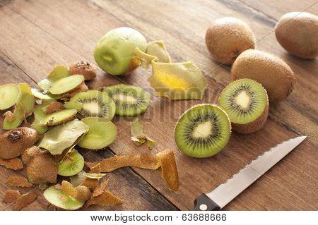 Peeling And Slicing Kiwifruit For Dessert