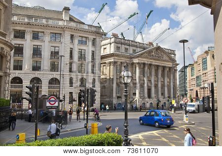 Bank of England square and tube station
