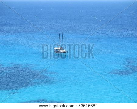 Fantastic Luxury Boat In The Middle Of The Blue Ocean