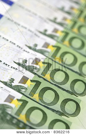 100-Euro bills in a row