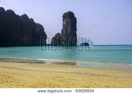 Tonsai Bay.