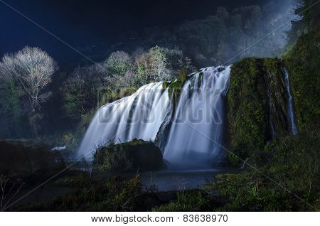 Night view of Marmore falls