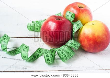 Apples and santimetr concept of dietary food