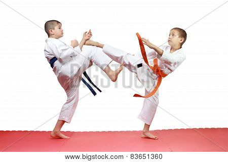 In karategi two athletes are beating blows kicks